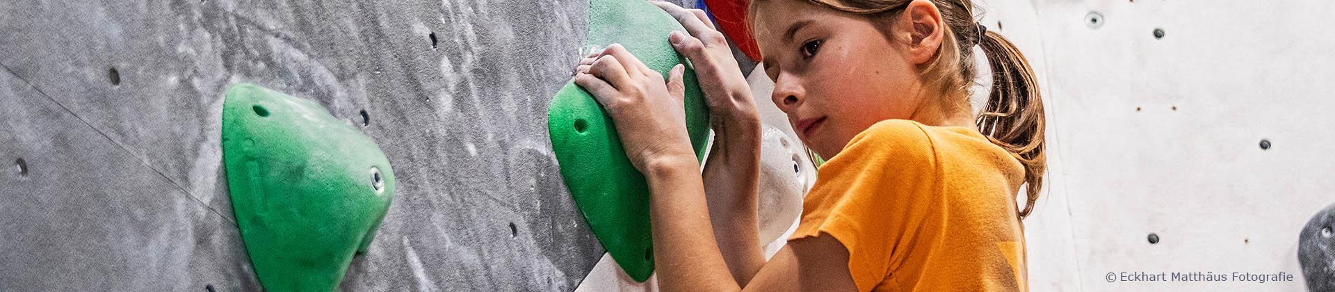 Boulderhalle-Training-Maedchen