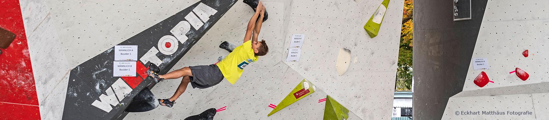 Wettkampf-Bouldern-Junge